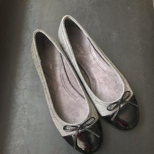 Patent Toe Flats